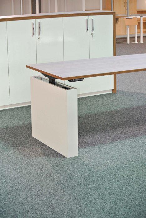 hoehenverstellbarer tisch